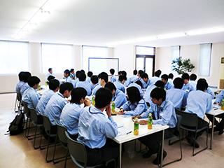 工場見学と新入社員教育に来られました