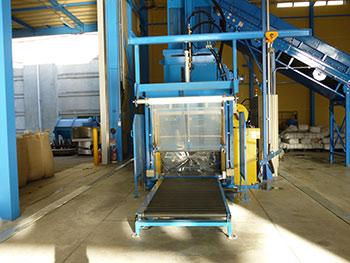 プラスチック圧縮梱包機
